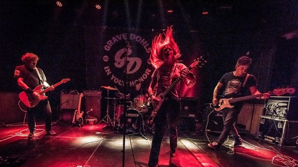 Female fronted Dave Grohl & Foo Fighters tribute / cover band - Nederland